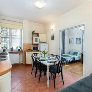 Kitchen +livingroom